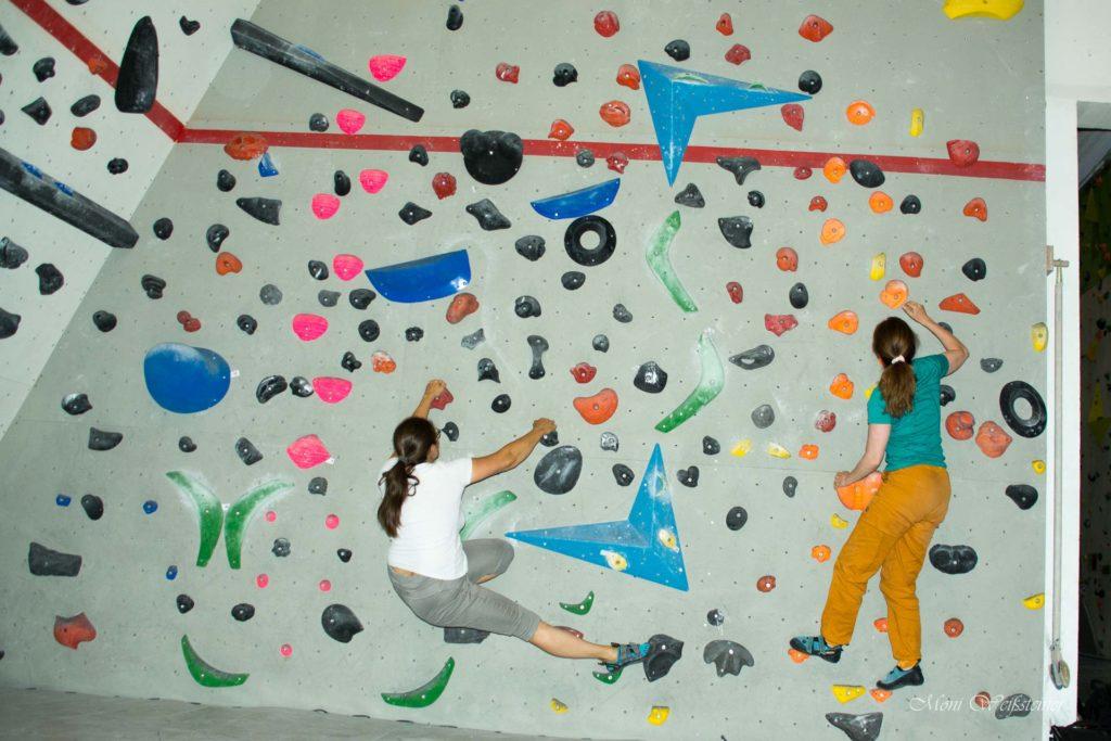Bouldern beim Klettertreffen in der Kletterhalle in Wörgl mit Moni Weißsteiner